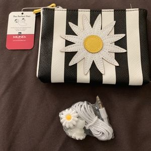 Mundi Flower Pouch with Earbuds